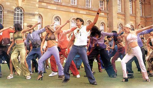 Group Bollywood dance, modern