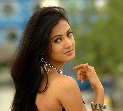 Bollywood hot actress, Sonal Chauhan